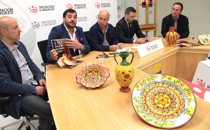 Salvatierra de los Barros celebra su XXIV Feria Ibérica de la Alfarería y el Barro reivindicando el relevo generacional del sector