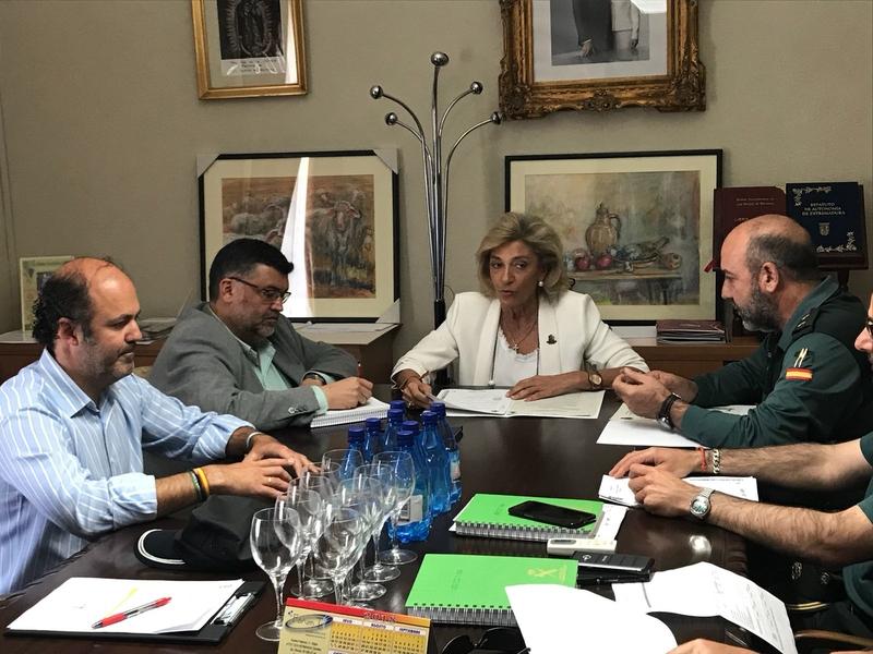 La delegada del Gobierno destaca el buen nivel de seguridad que mantiene la localidad de Los Santos de Maimona