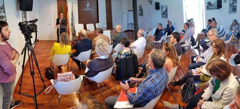 Gallardo insta a abordar el problema de las casas aisladas que se construyen en Extremadura