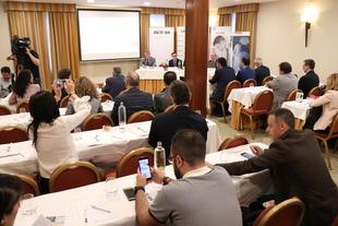 Miguel Ángel Gallardo explica a los ingenieros la apuesta de Diputación de Badajoz por la sostenibilidad y eficiencia de los ayuntamientos