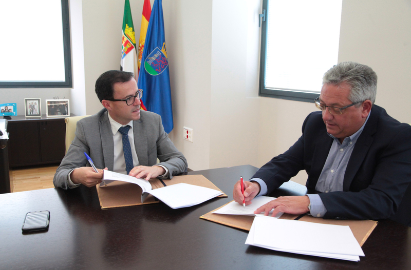 La Diputación de Badajoz y el Ayuntamiento de Monesterio firman un convenio de reforma y ampliación de la Residencia de la Tercera Edad