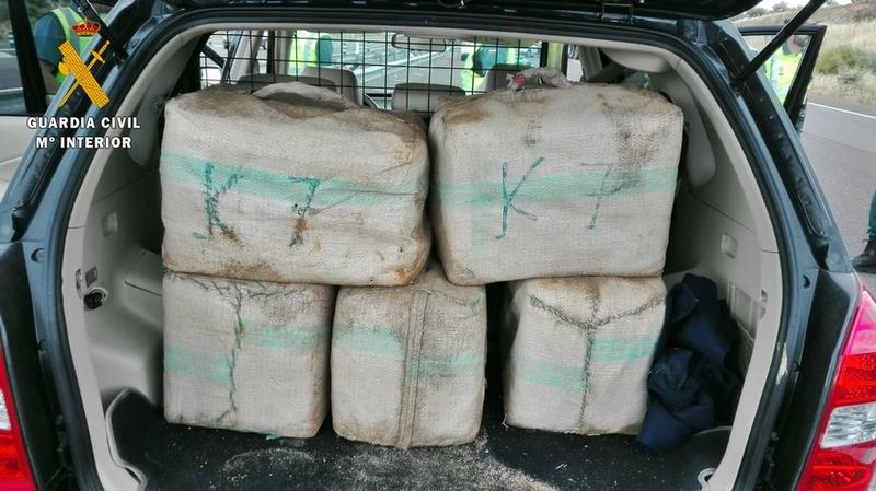 La Guardia Civil interviene en un control 7 fardos con 225 kilos de hachís