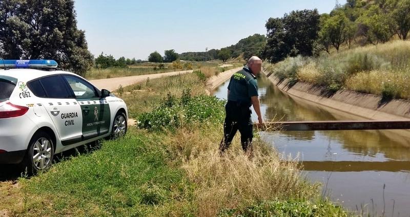 La Guardia Civil y dos vecinos de Lobón, recatan a una mujer que cayó al Canal