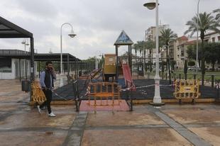 El parque infantil de José Fernández López contará con un nuevo suelo similar al césped artificial