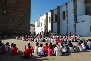 Olivenza conmemora el 20 de junio con la recreación de la 'espiral del refugiado' e historias en primera persona