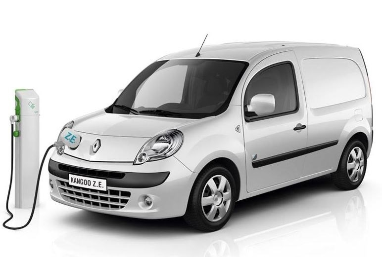 La Diputación de Badajoz otorga un coche eléctrico al Ayuntamiento de Don Benito