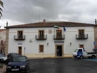 Diputación de Cáceres invierte 204.000 euros en obras de mejora de eficiencia energética en el Ayuntamiento de Hervás