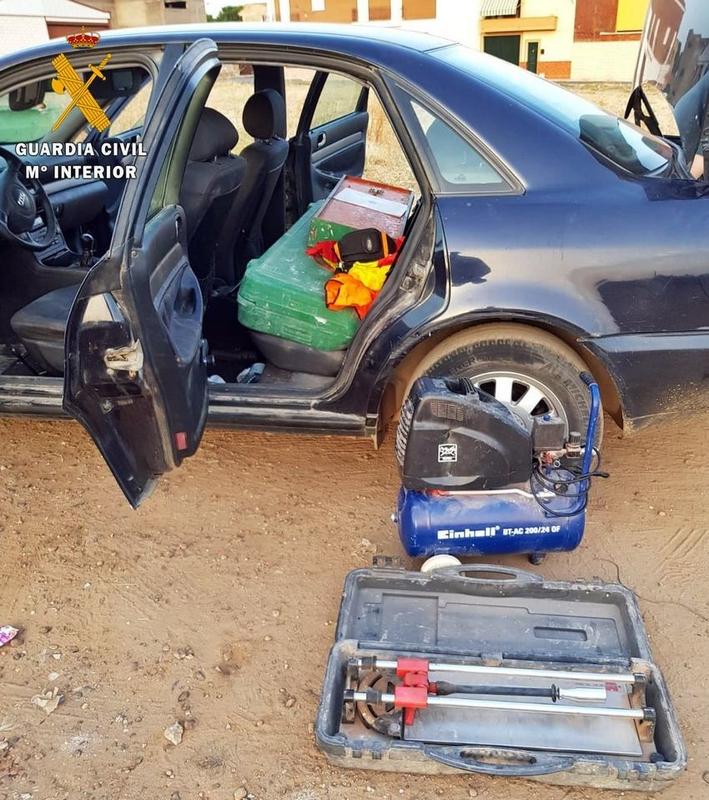 La Guardia Civil detiene a dos conocidos delincuentes por el robo en una empresa construcción de Villafranca de los Barros