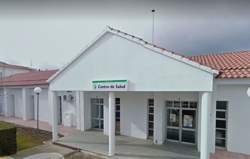 Una asociación de Monesterio eleva una queja formal ante Vergeles por los ''servicios mínimos'' del centro de salud