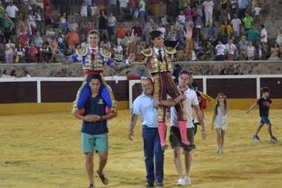 Orejas y rabo para alumnos de la Escuela Taurina de Badajoz en diversas novilladas y certámenes