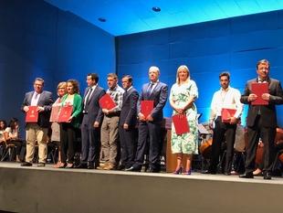 Gallardo asiste al acto institucional del Día de Extremadura en la Asamblea