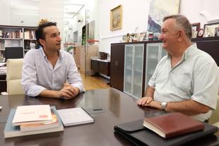 El presidente del Teléfono de la Esperanza de Marruecos se reúne con el diputado provincial de Cultura