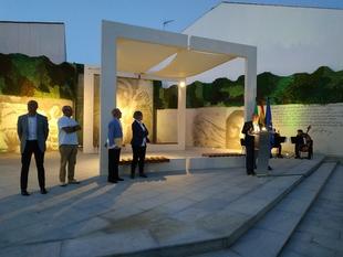 Monesterio inaugura una nueva plaza dedicada a Eduardo Naranjo