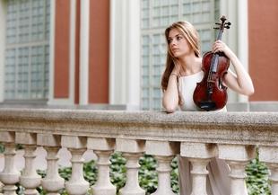 La violinista Roxana Wisniewska abre el XVIII ciclo de 'hojas de álbum' de la sociedad filarmónica