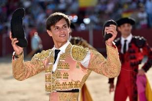 El alumno de la Escuela Taurina de Badajoz, Carlos Domínguez, vencedor del certamen de novilladas sin caballos en Hoyo de Pinares