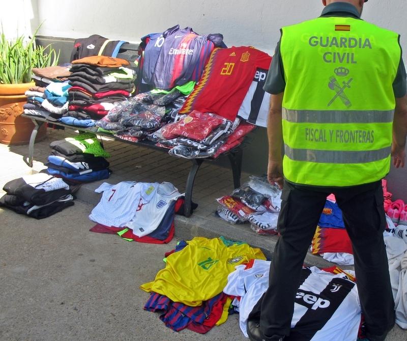 La Guardia Civil intervino medio millar de artículos falsificados en el recinto de la Feria Internacional Ganadera de Zafra
