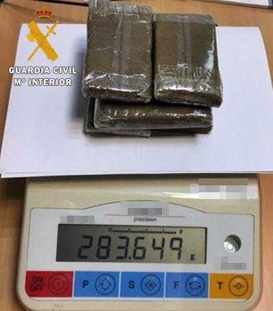La Guardia Civil intercepta un vehículo en el que se ocultaban seis tabletas de hachís