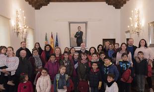 Niños y niñas de la provincia conocen la Diputación de Cáceres