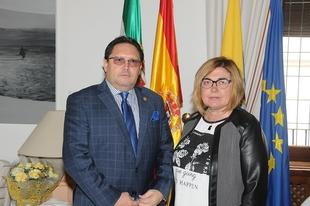 Charo Cordero recibe al ministro de Turismo de Ecuador, interesado en la experiencia turística de la provincia