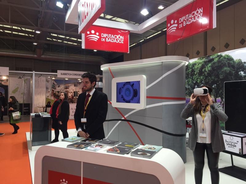 Éxito en el stand de la Diputación de Badajoz en INTUR