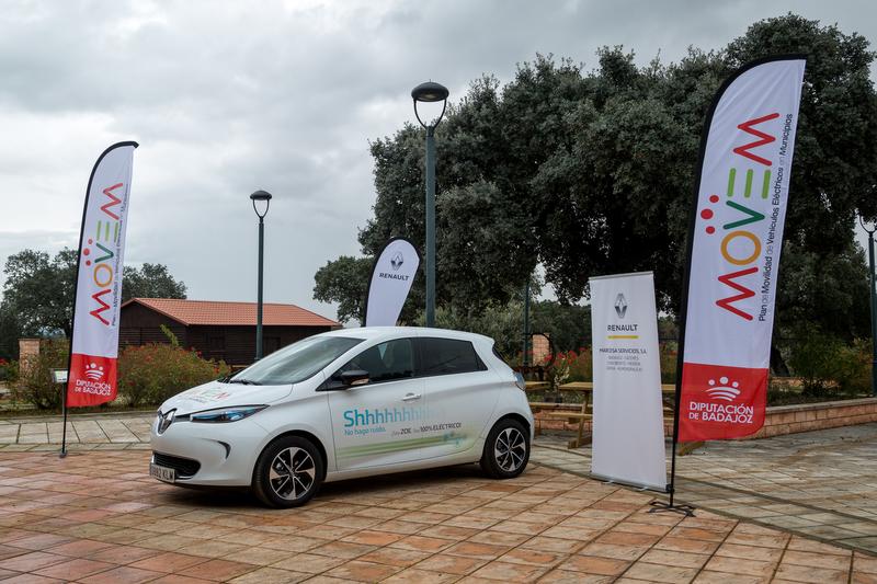 La Diputación de Badajoz entrega los últimos puntos de recarga para vehículos eléctricos a ayuntamientos de la provincia