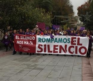 Ricardo Cabezas asiste a la manifestación contra la Violencia de Género