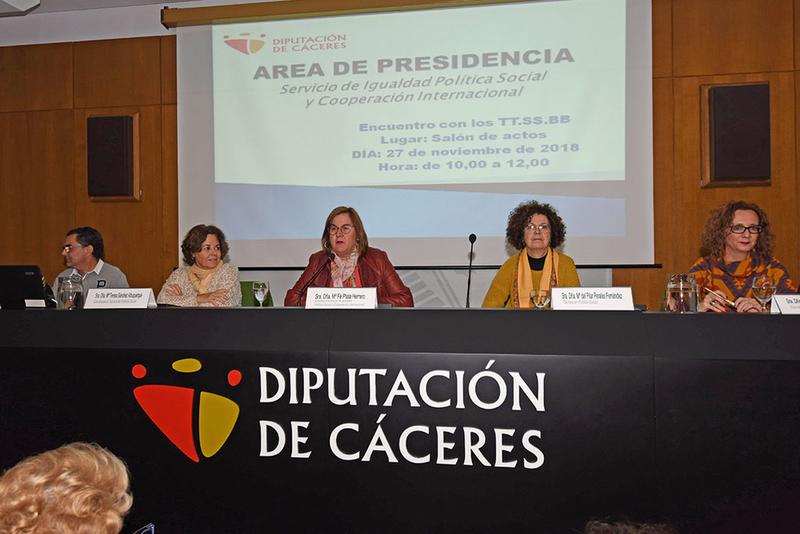 La Diputación estudia abrir el servicio de Teleasistencia para atender a personas de cualquier edad en situación vulnerable
