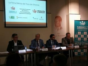 Lorenzo Molina presenta en Madrid las conclusiones del estudio de impacto económico de la Feria del Toro de Olivenza
