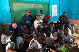 Niños y niñas de la comunidad haitiana de Los Algodones ya tienen escuela con ayuda de las diputaciones extremeñas y Aexcid