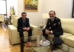 El nuevo Jefe Superior de Policía de Extremadura visita al presidente de la Diputación