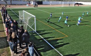La Albuera inaugura el césped artificial de su campo de fútbol 'Los Badenes'