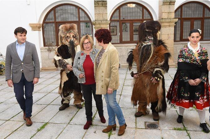 La presidenta alaba el trabajo de los acehucheños para conseguir que Las Carantoñas sean Fiesta de Interés Turístico Nacional
