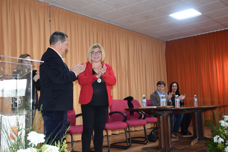 Charo Cordero recoge la Medalla de Herguijuela en reconocimiento a su labor por el mundo rural