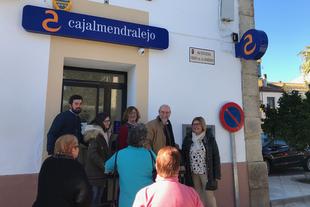 Charo Cordero visita las obras que se han realizado en Aldea del Cano con ayudas de la Diputación