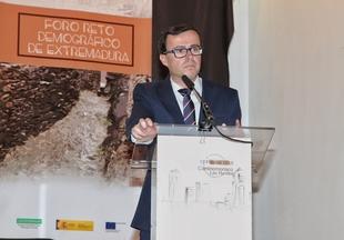 Gallardo sitúa las medidas a favor de jóvenes y mayores entre las básicas para combatir la despoblación