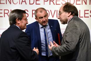 Las diputaciones exigen en Granada más recursos y mejor financiación para prestar servicios públicos de calidad