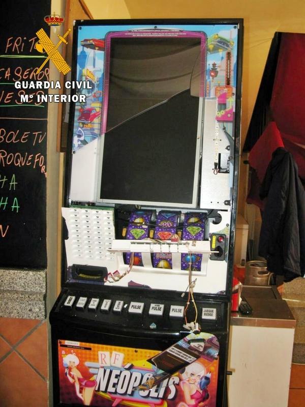 Sorprendido cuando robaba en el interior de un bar en la localidad de La Lapa