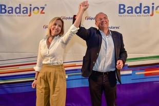 Monago subraya la valía de María José Calderón para ser la próxima alcaldesa de Burguillos del Cerro