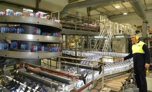 La planta embotelladora de Nestlé en Herrera del Duque, modelo de gestión sostenible del agua