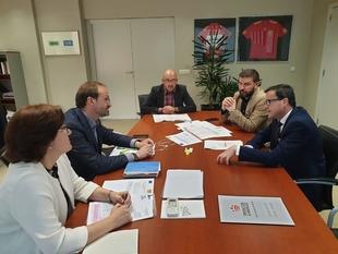 La Diputación de Badajoz y el Instituto para la Diversificación y Ahorro de la Energía (IDAE) se reúnen para tratar las ayudas en materia de Eficienci