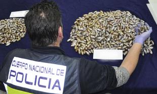 Ocho detenidos con más de 1.000 óvulos de hachís ocultos en su organismo