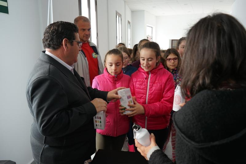 Promedio promueve el uso de envases reutilizables para reducir la generación de residuos en colegios