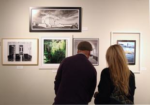 El Casco Antiguo reúne a 39 artistas en la exposición que cada año acoge la Diputación de Badajoz