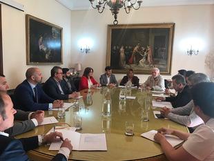Charo Cordero se reúne con los empresarios para concretar la colaboración en las becas Diputación Europa