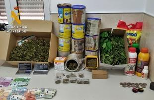 La Guardia Civil detiene a una pareja de Burguillos del Cerro por cultivo y tráfico de drogas