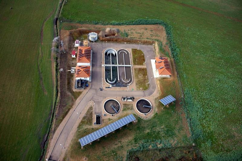 La Diputación de Badajoz plantea la implantación de energía solar en depuradoras y potabilizadoras de agua
