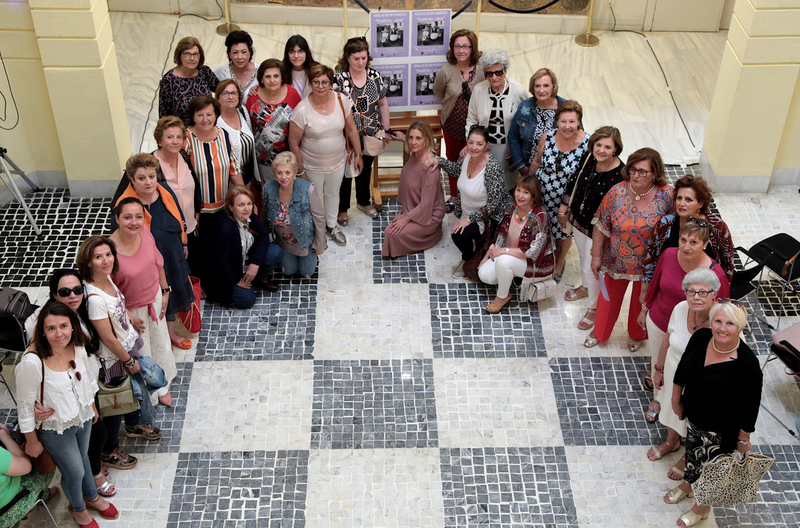 Se expone en la Diputación de Badajoz una muestra de fotografías para poner en valor el papel de las abuelas