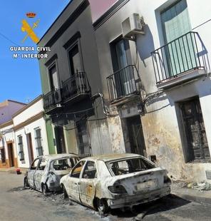La Guardia Civil detiene al autor del  incendio de dos vehículos en la localidad de Fuente del Maestre