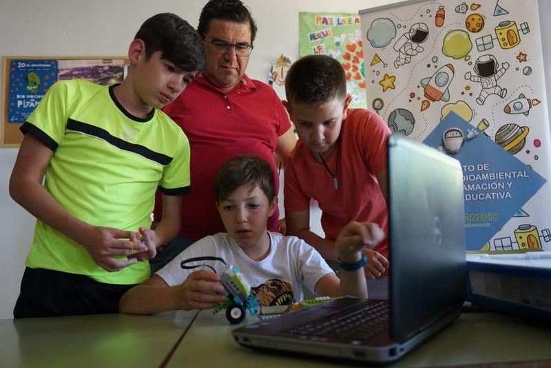 El diputado de Promedio cierra los talleres de robótica educativa que alcanzaron 16 localidades