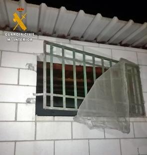 La Guardia Civil detiene a un joven por robos en dos empresas agrícolas de Valdelacalzada